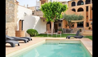 Photo for 3 bedroom Apartment, sleeps 5 with Pool, Air Con and FREE WiFi