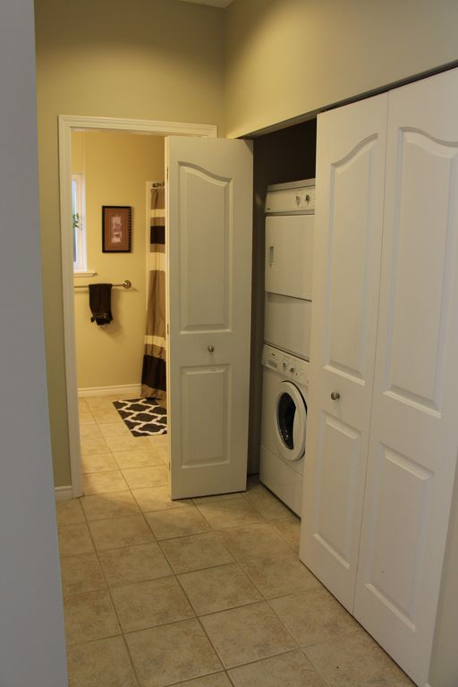 Family Friendly Basement Suite In Sought After Neighbourhood Of Regal Heights