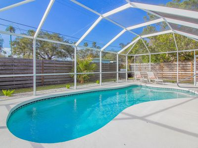 Photo for Sunny Pool Bungalow Close To Siesta Key