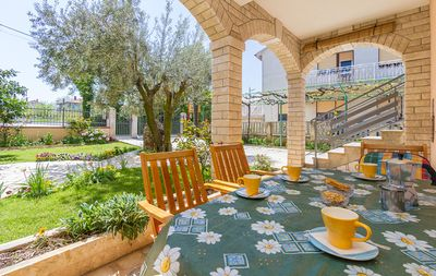 Photo for Apartment with 2 bedrooms, washing machine, air conditioning, garden with barbecue and very good price