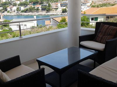 Photo for One bedroom apartment with terrace and sea view Bilo, Primošten (A-14601-a)