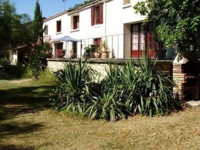Photo for Charentais house bordering the Charente for 10 people.