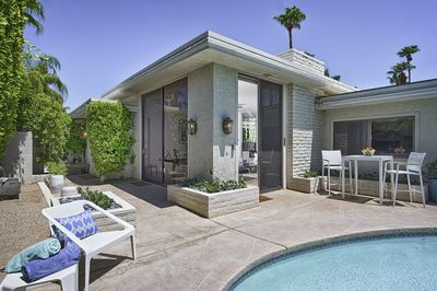 A mid-century bungalow with your own private sparkling pool, a true retreat