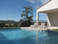Modern, fabulous views, great access to surrounding points of interest.
