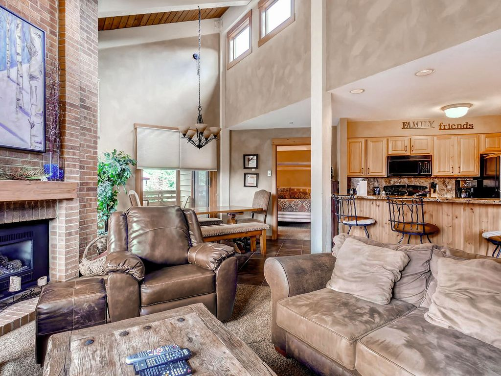 Perfect Family Lodging!  Top Floor/Vaulted Ceilings/ Close to Pool/HT/Ski Area