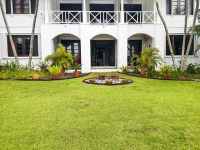 Photo for Bright & Breezy Caribbean Getaway nestled in Golfers Paradise.