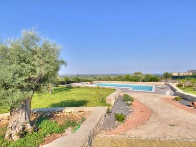 Photo for Villa in panoramic position in the countryside with private pool near Siracusa