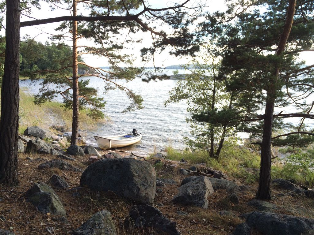 95 meters to the ocean and Stockholm archipelago. 4 hp boat included.