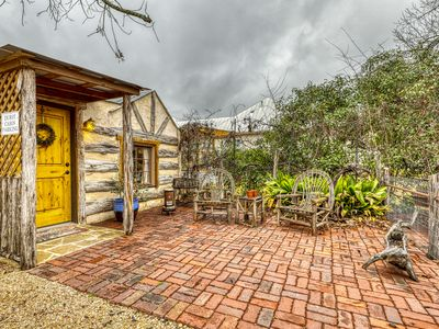 Photo for Romantic cabin with a patio - walk to restaurants, tasting rooms & more!
