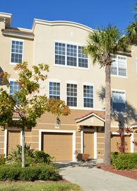 Elegant 3-story townhome @ Vista Cay great rates! Close to Parks & Conv Ctr
