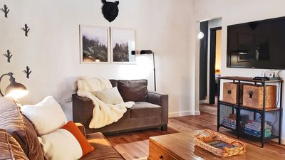 Photo for 1mi to Bear Mountain! Modern romantic cottage, WiFi, fireplace, vaulted ceilings