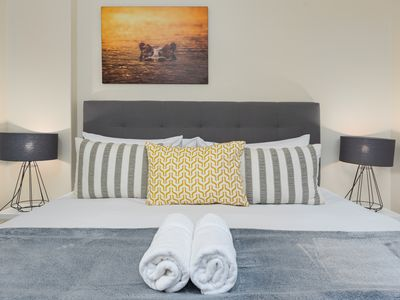 Photo for Charming Camps Bay Hideaway ✹Balcony + BBQ✹