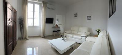 Renovated apartment in the center of St-Tropez with closed garage