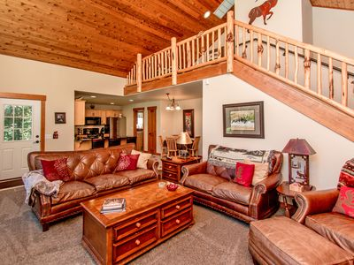 Photo for Upscale Cabin in Roslyn Ridge *Free Nights* Summer Pool