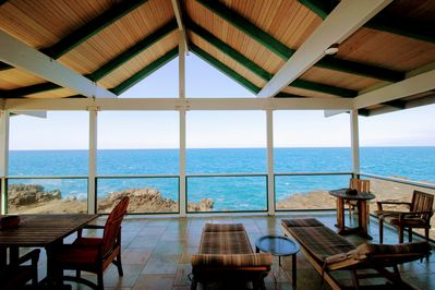 Oceanfront with outstanding views! So close you can see the fish in the water!