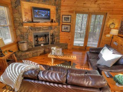 Hickory Woods- Private Couples Paradise, Huge Gazebo Hot Tub, Pool Table and  Frieplace