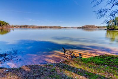 Caribbean-green-blue clear freshwater on South Carolina's largest Lake Hartwell