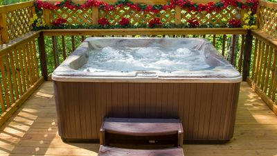 Large Hot Tub, Private,LED Light's, Waterfall