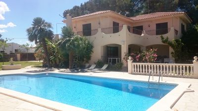 Photo for Detached villa for 10/12 people, private swimming pool, 100m from the sea