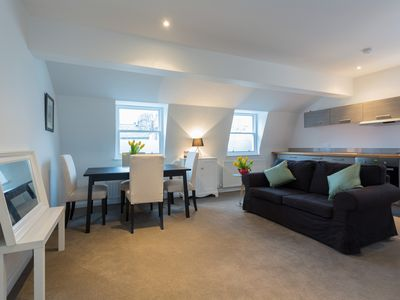 Photo for 1 bed apartment beautifully located in the heart of London close to the Thames