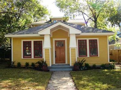 The Avenue G Guest House is a 3BR/3BA (2783 sq ft) home in historic Hyde Park.