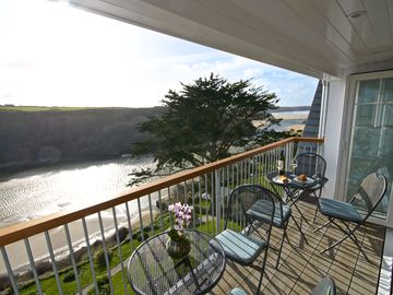 5 STAR Luxury Apartment With Amazing Views of The Gannel and Crantock Beach