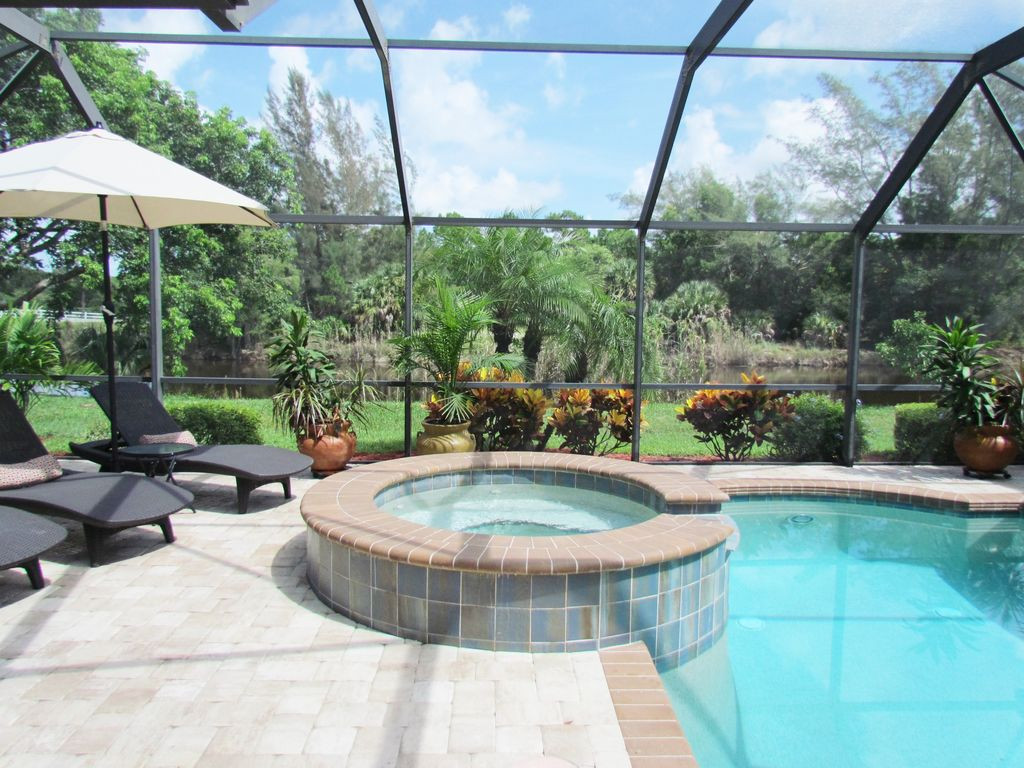 Show virtual tour canal kitchen living room pool - Tivoli Oasis Boutique Luxury Pool Spa House W Canal View In Central Naples