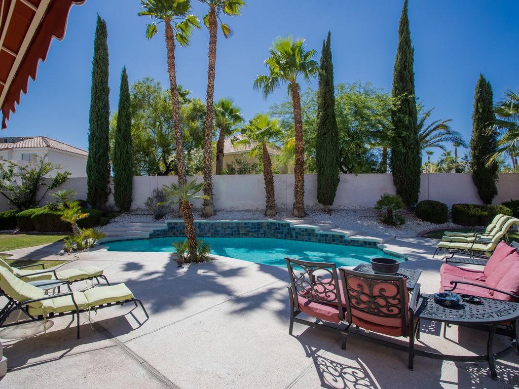Las vegas retreat with large private yard vrbo for Las vegas stone yards