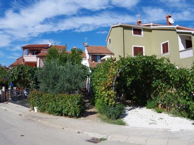 Photo for Holiday apartment 4+1 in village Štinjan, only 850m from the beach