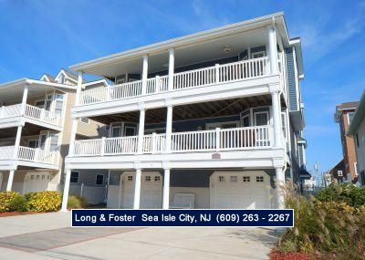 Photo for Wonderful beachblock townhouse, boasting fabulous ocean views