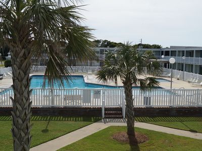 Photo for Beach access, huge pool; with kiddie pool, wifi, flat screen tv, boat ramp acces