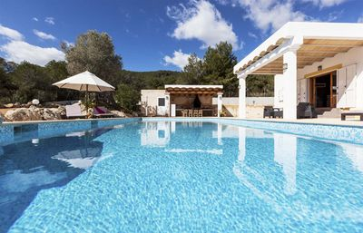Photo for Beautiful house with pool, barbecue area, 5 km from Ibiza, views of the city, and 7 km from the beac