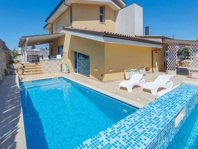 Photo for Spacious, modern villa with pool - Villa del Dragone