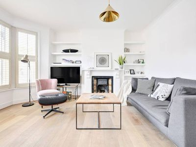Photo for Modern, Chic 1-Bed apt sleep 4 in North London