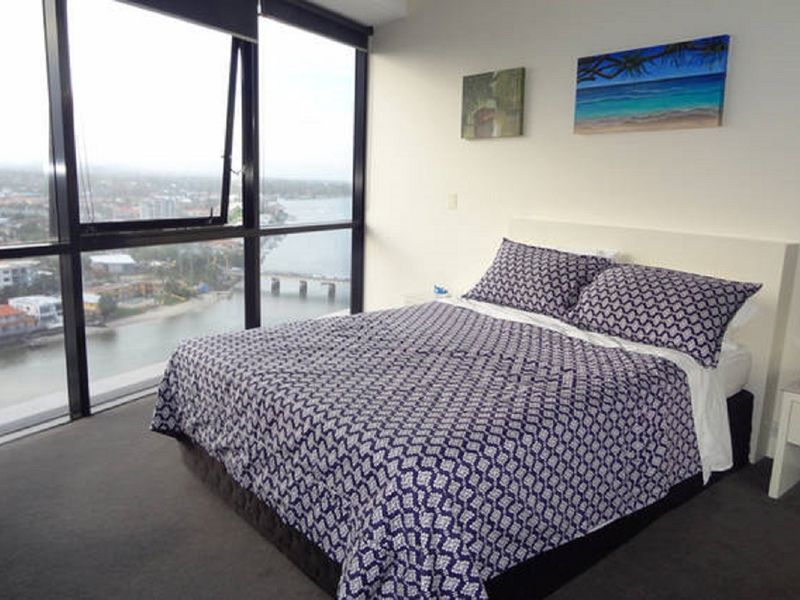Beautiful 2 Bedroom Apartment In Circle On Cavill Surfers Paradise Gold Coast Queensland