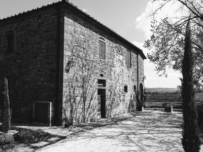 Photo for Authentic independent villa in the countryside of Siena private garden and pool
