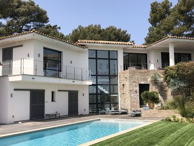 Photo for Near St Tropez, Contemporary architect house, sea view, heated pool
