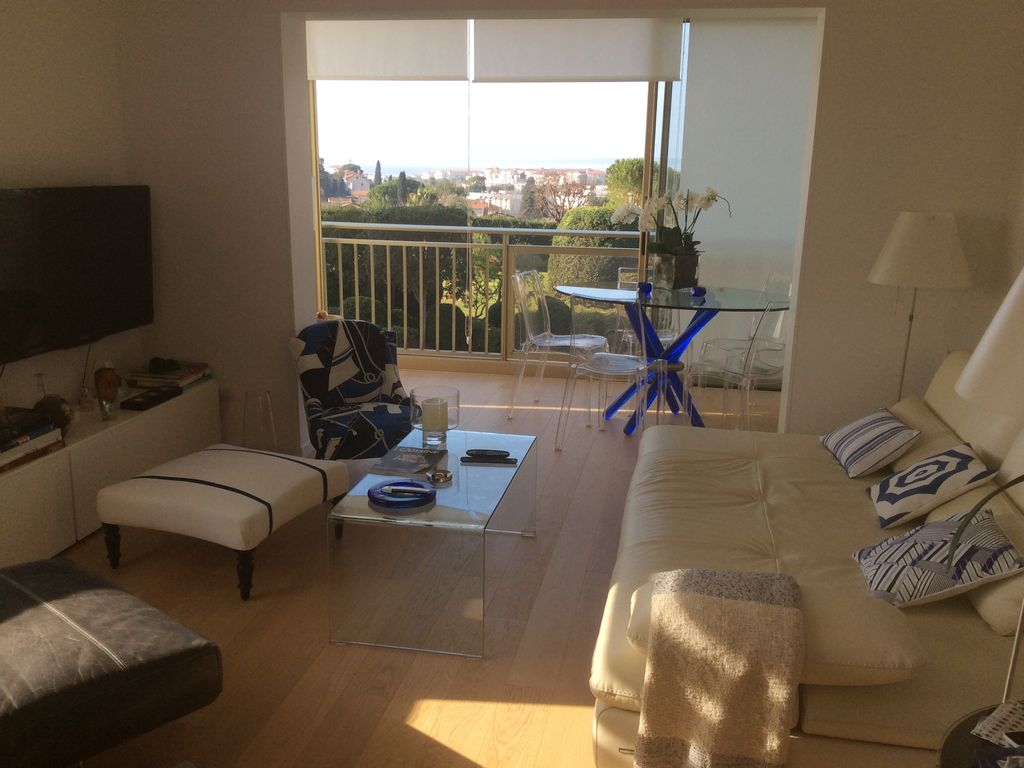 Property Image#2 Luxury Apartment With Beautiful Sea Views, Located Near  The Beaches Idea