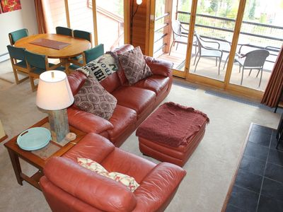 Photo for TR323 Inviting Condo w/Wifi, Clubhouse, Mountain Views, Fireplace