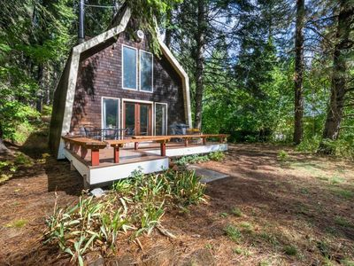 Photo for Cozy cabin w/ private hot tub near creek, skiing, Leavenworth dining, and more!