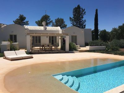 Photo for Luxury villa, 4 people, salt pool with beaches, big garden, completely private
