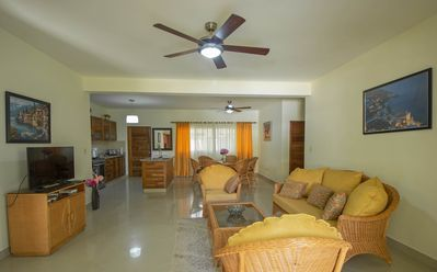 Fully Furnished, Luxury Condo, Great Location, 5 Minutes Walk to Local Beach