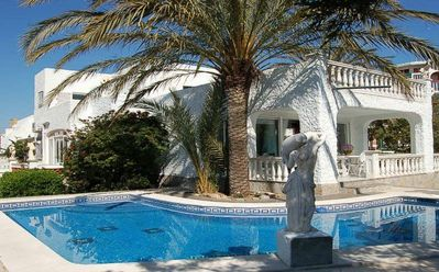 Photo for Top villa with pool, beach and close to the center !!