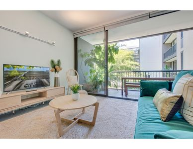 Photo for Tranquil contemporary hideaway in hippest area