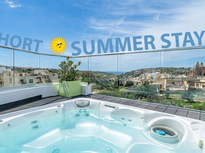 Photo for Fully air-conditioned penthouse featuring large terrace with views & jacuzzi