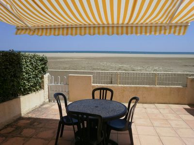 Photo for APPT STUDIO 2 CABINS - EXCEPTIONAL SITUATION IN FRONT OF SEA, MAGNIFICENT VIEW!-SAINT PIERRE...
