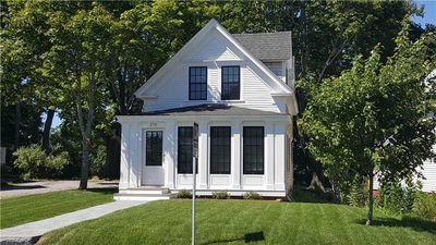 Photo for Beautifully Renovated 2BD--A/C, Outdoor Shower--In the Heart of Wellfleet Center