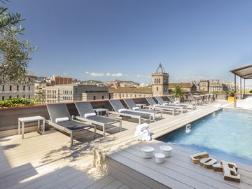 Enjoybcn Miro Apartments- Spacious and great location. Communal terrace and pool