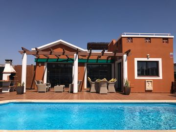 5* Luxury Villa With Private Heated Pool- Air Conditioning On Fuerteventura Golf