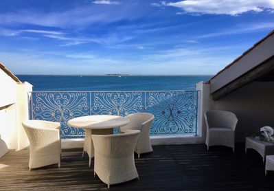 Estremal - We now have railings  accessing the spectacular view over the Étang.